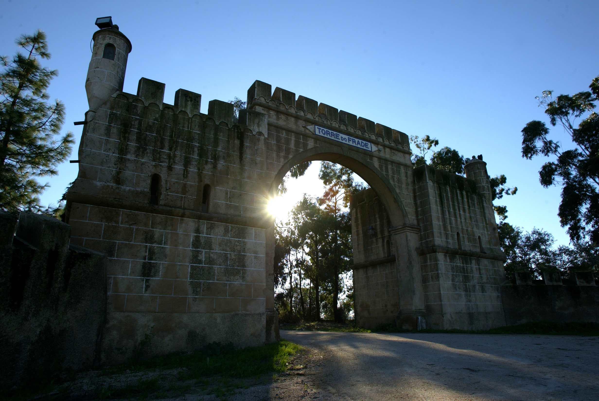 Portail de chateau - Torre do Frade